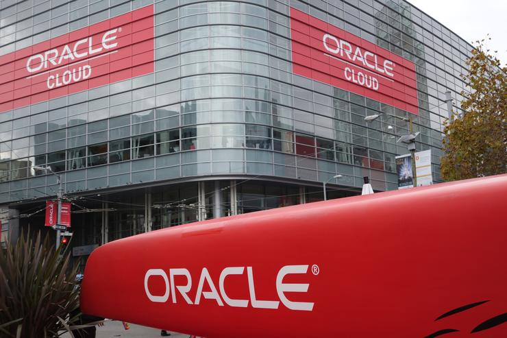 Oracle's cloud sales approach $1bn, attacks Workday and AWS in results