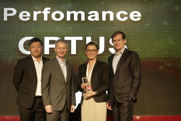 (L-R) Avaya Asia-Pacific channel director, Hock Leong Choo; Global Partner Organisation vice-president, Richard Steranka; Optus (Australia) solutions and ICT contact centre – centre of excellence, products director, Samantha Howard; and Avaya Asia-Pacific president, Mike Ansley