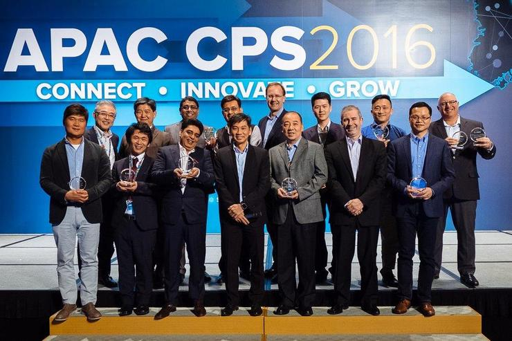 Back (L-R): Hiroaki Kuwabara (President, Toyo Denso Co), Wong Lien Seng (General manager, Powercomp Distribution), Sandeep Shetty (CEO, A-ID Systems India), Vikas Wadhwa (Business Head, Bar Code India), Anders Gustafsson (CEO, Zebra Technologies Corporation), Zhu Bin (Vice-president, Digital China Group), and David Arkles (Sales director & general manager, Zebra Technologies A/NZ) [on behalf of Fujitsu Australia]