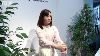 CEATEC: Humanoid robot signs with rubbery hands