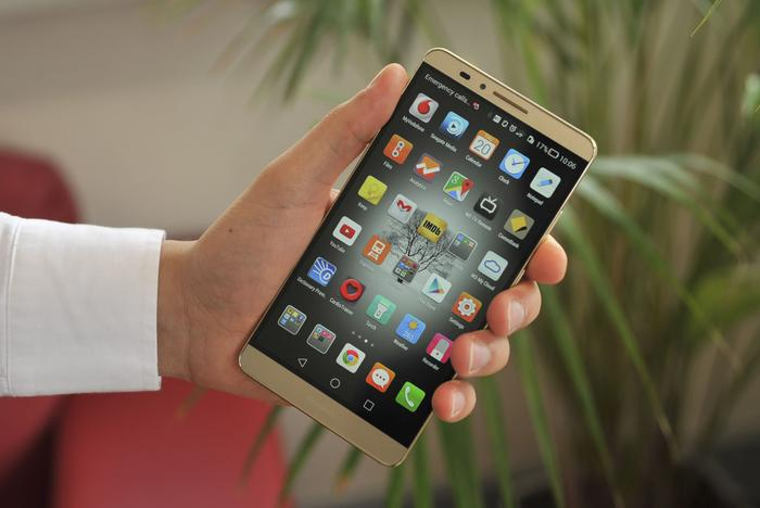 The Mate7 weighs a hefty 185 grams, is 7.9mm thick and stands 157mm tall