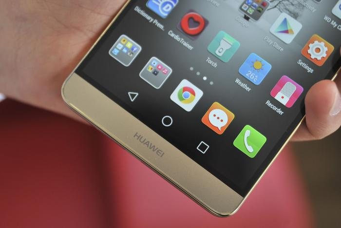Charging the Ascend Mate7 with the included charger takes approximately 3 hours from flat to full