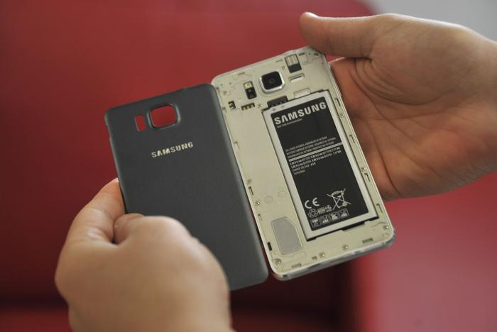 The Galaxy Alpha does not support expandable memory